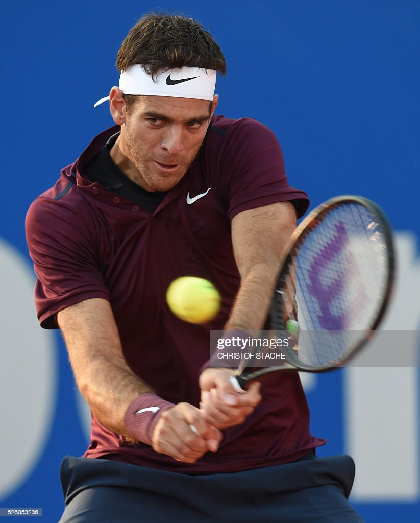 Argentinian Juan Martin Del Porto returns the ball during his quarter final match against Germany's Philipp Kohlschreiber at the ATP tennis Open in Munich, southern Germany, on April 29, 2016. / AFP / CHRISTOF