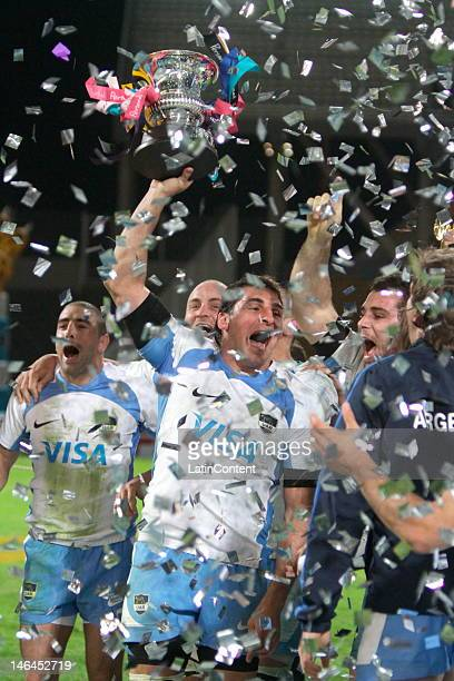 Argentinian players celebrate during a rugby test match between Argentina Pumas and France at Mario Alberto Kempes stadium on June 16 2012 in Cordoba...