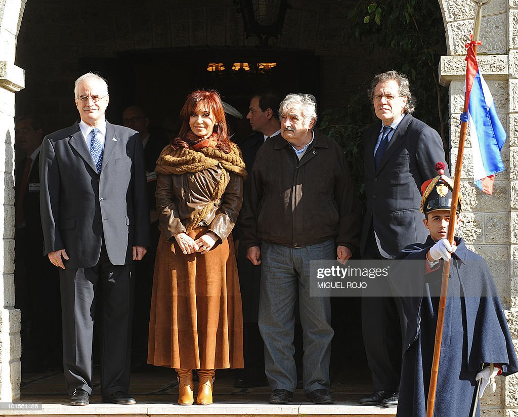Argentinian President Cristina Fernandez de Kirchner (2nd L) and her Uruguayan counterpart Jose Mujica (2nd R), pose for a picture wit their respective Foreign Ministers Jorge Taiana (L) and Luis Almagro, during a meeting at the Anchorena presidential residence, in Colonia, 180 km west of Montevideo, on June 2, 2010. AFP PHOTO/Miguel ROJO