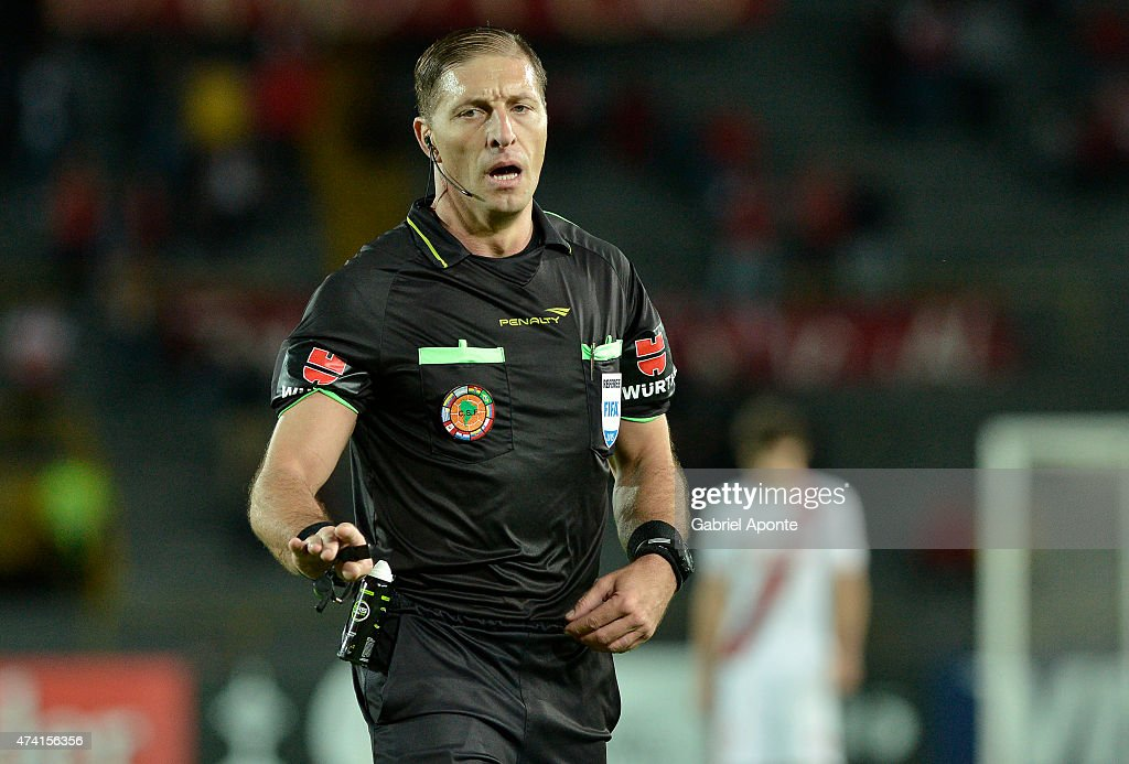 Argentinian referee Nestor Pitana gestures during a first leg match between Independiente Santa Fe and Internacional as part of quarter finals of Copa Bridgestone Libertadores 2015 at Nemesio Camacho El Campin Stadium on May 20, 2015 in Bogota, Colombia.