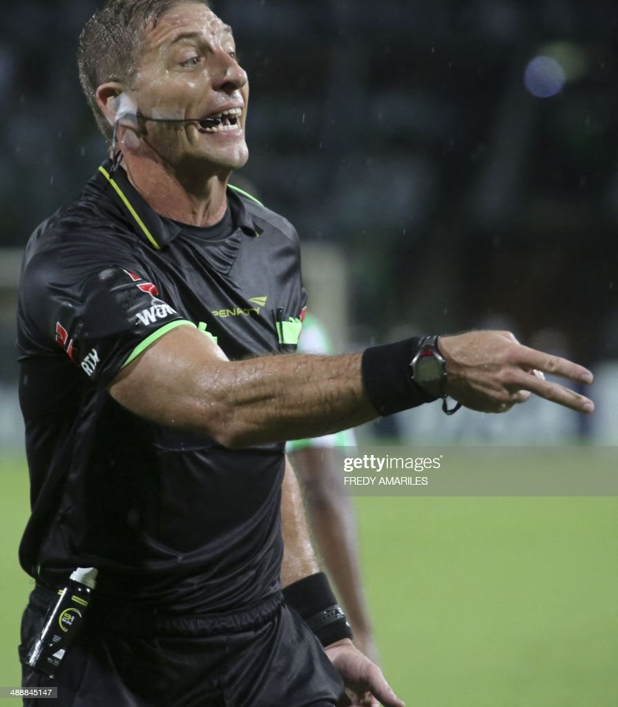 Argentinian referee Nestor Pitana gestures during the Libertadores Cup football match between Colombia's Atletico Nacional and Uruguay's Defensor Sporting at the Atanasio Girardot stadium on May 8, 2014, in Medellin, Antioquia department, Colombia. AFP PHOTO/Fredy AMARILES