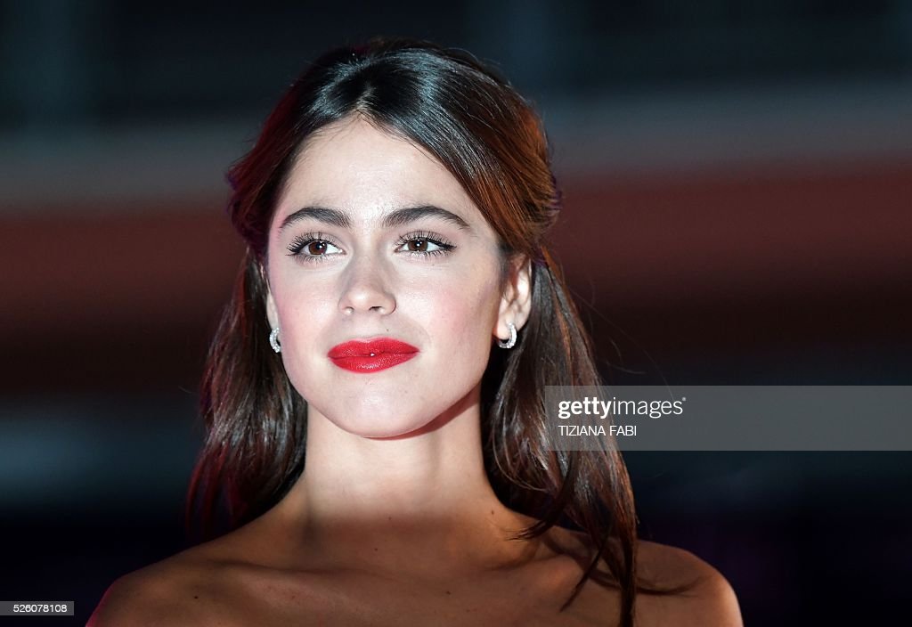 Argentinian singer and actress Martina Stoessel poses before the premiere of the movie Tini - La Nuova Vita Di Violetta (Tini - The New Life of Violetta), on april 29,2016 in Rome. / AFP / TIZIANA