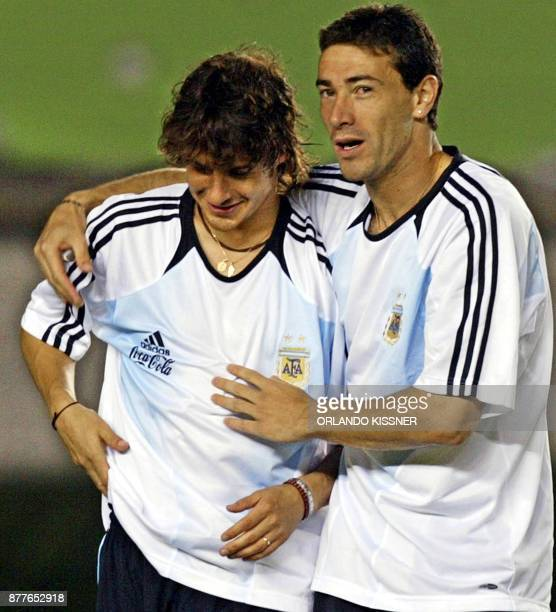 Argentinian soccer team player Kiliy Gonzalez comforts Pablo Aimar who suffered an injury during a training session in Belo Horizonte Brazil 01 de...