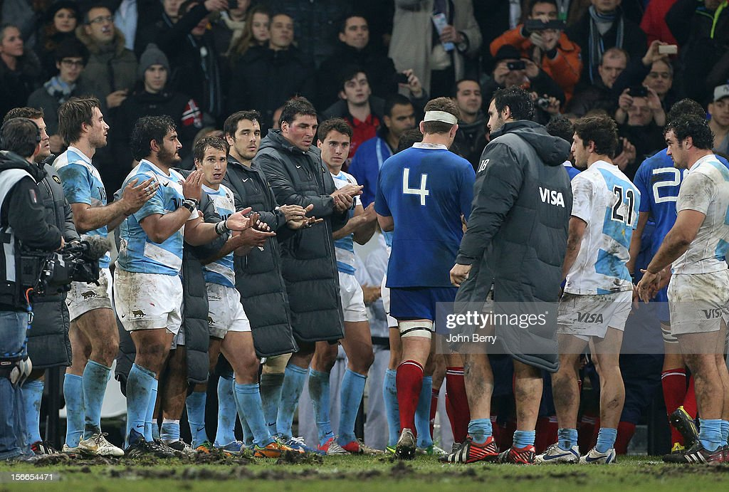 Argentinians applaud the french players after the rugby autumn international between France and Argentina (39-22) at the Grand Stade Lille Metropole on November 17, 2012 in Lille, France.