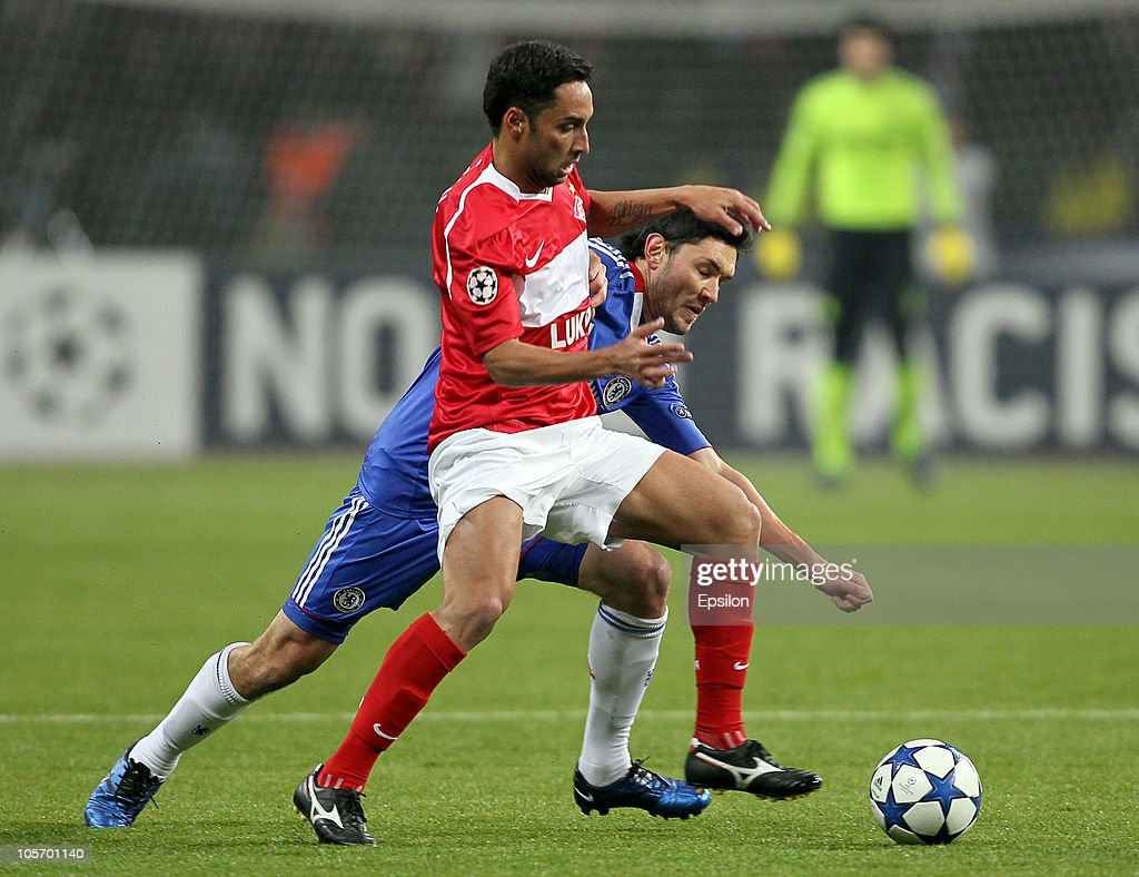 Ari (L) of FC Spartak Moscow battles for the ball with <a gi-track='captionPersonalityLinkClicked' href=/galleries/search?phrase=Paulo+Ferreira+-+Soccer+Player&family=editorial&specificpeople=185237 ng-click='$event.stopPropagation()'>Paulo Ferreira</a> of Chelsea during the UEFA Champions League Group F match between FC Spartak Moscow and Chelsea at the Luzhniki Stadium on October 19, 2010 in Moscow, Russia.