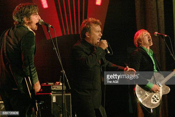 Aria Icons Hall of Fame Tim Rogers with Jimmy Barnes on 14th July 2005 THE AGE NEWS Picture by MELANIE FAITH DOVE
