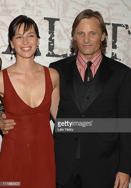 Ariadna Gil and Viggo Mortensen during 'Alatriste' Premiere in Madrid September 1 2006 in Madrid Madrid Spain