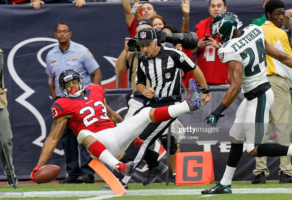 <a gi-track='captionPersonalityLinkClicked' href=/galleries/search?phrase=Arian+Foster&family=editorial&specificpeople=2128663 ng-click='$event.stopPropagation()'>Arian Foster</a> #23 of the Houston Texans scores on a 56 yard reception in the second quarter against the Philadelphia Eagles at Reliant Stadium on November 2, 2014 in Houston, Texas.