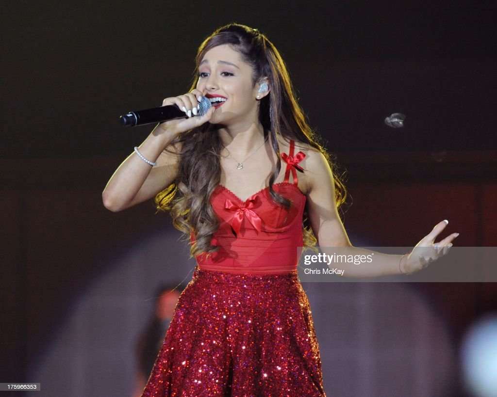 <a gi-track='captionPersonalityLinkClicked' href=/galleries/search?phrase=Ariana+Grande&family=editorial&specificpeople=5586219 ng-click='$event.stopPropagation()'>Ariana Grande</a> performs at Philips Arena on August 10, 2013 in Atlanta, Georgia.