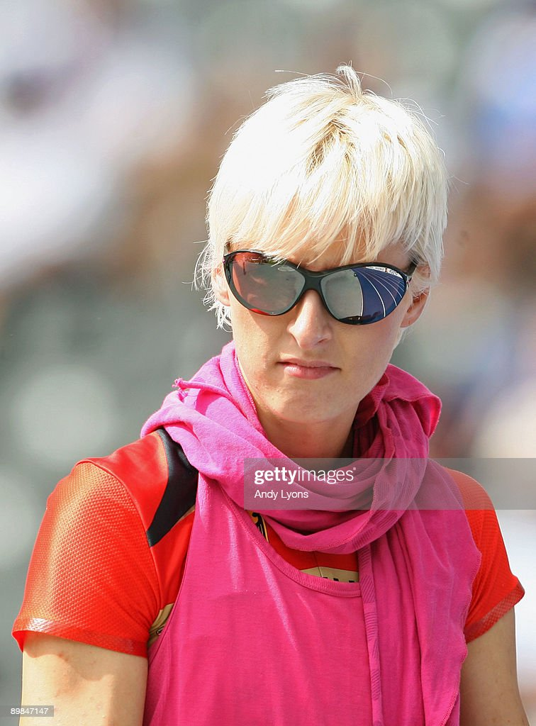 <a gi-track='captionPersonalityLinkClicked' href=/galleries/search?phrase=Ariane+Friedrich&family=editorial&specificpeople=2507867 ng-click='$event.stopPropagation()'>Ariane Friedrich</a> of Germany competes in the women's High Jump Qualification during day four of the 12th IAAF World Athletics Championships at the Olympic Stadium on August 18, 2009 in Berlin, Germany.