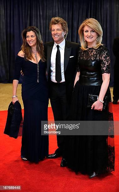 Arianna Huffington cofounder of the Huffington Post musician Jon Bon Jovi and Dorothea Hurley arrive for the White House Correspondents' Association...