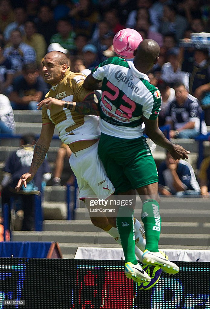 Ariel Nahuelpan of Pumas fights for the ball with Felipe Balloy of Santos during a match between Pumas and Santos as part of the Apertura 2013 Liga MX at Olympic Stadium on October 06, 2013 in Mexico City, Mexico.