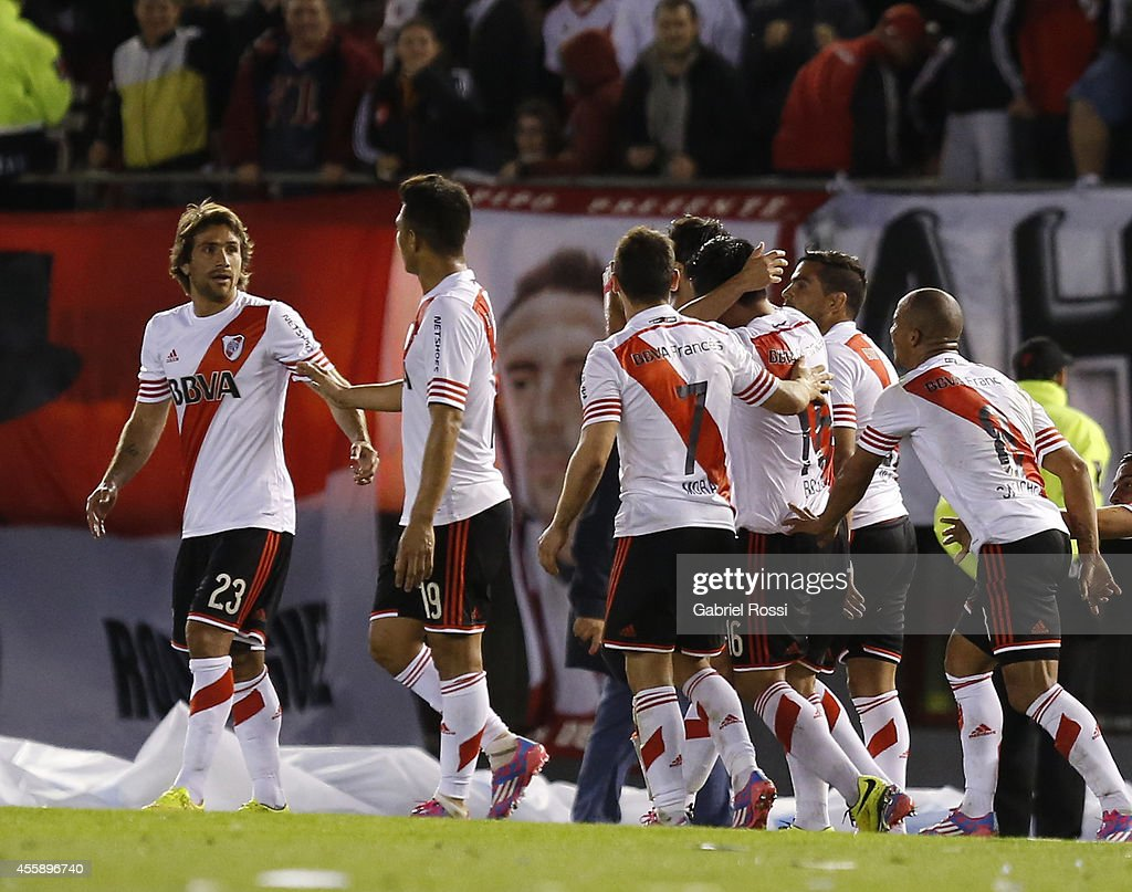 Ariel Rojas of River Plate and teammates celebrate their team's second goal during a match between River Plate and Independiente as part of ninth...