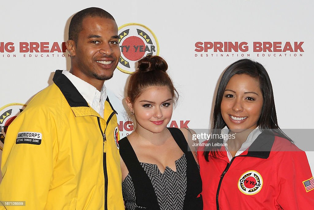 <a gi-track='captionPersonalityLinkClicked' href=/galleries/search?phrase=Ariel+Winter&family=editorial&specificpeople=715954 ng-click='$event.stopPropagation()'>Ariel Winter</a> (C) and City Year Los Angeles AmeriCorps members attend the City Year Los Angeles' Spring Break: Destination Education at Sony Pictures Studios on April 20, 2013 in Culver City, California.