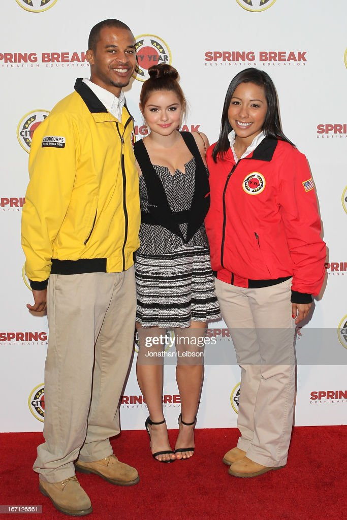 Ariel Winter (C) and City Year Los Angeles AmeriCorps members attend the City Year Los Angeles' Spring Break: Destination Education at Sony Pictures Studios on April 20, 2013 in Culver City, California.