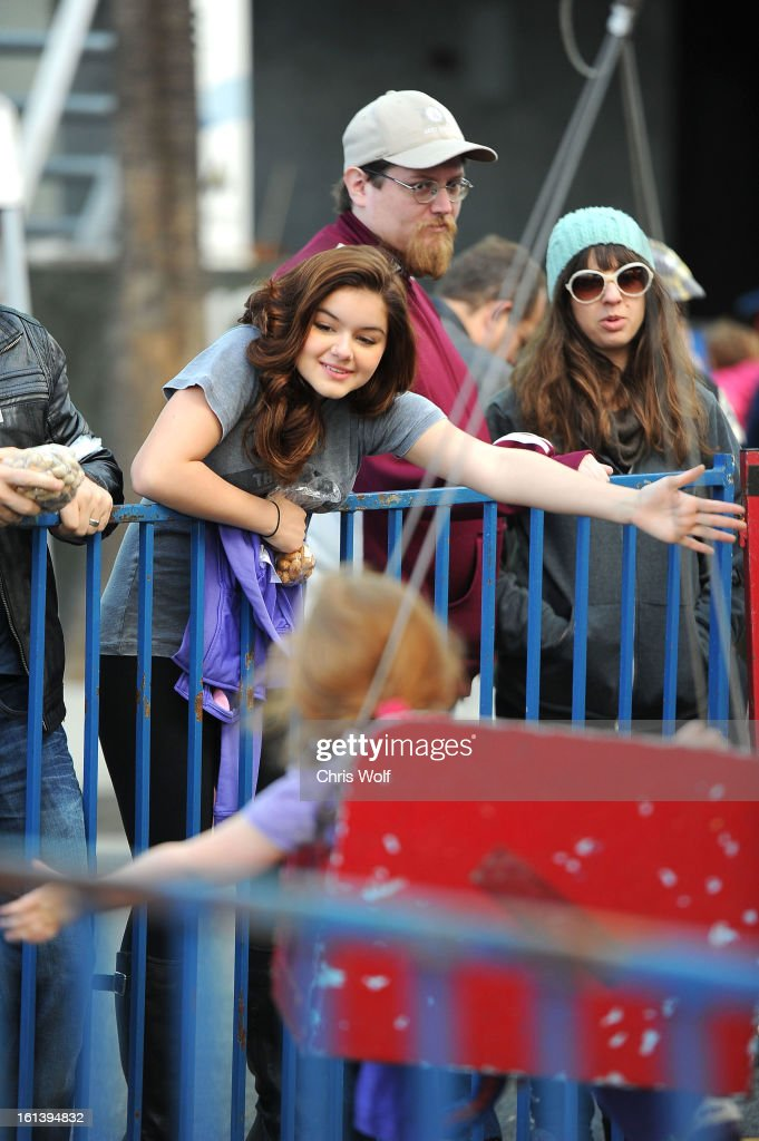 <a gi-track='captionPersonalityLinkClicked' href=/galleries/search?phrase=Ariel+Winter&family=editorial&specificpeople=715954 ng-click='$event.stopPropagation()'>Ariel Winter</a> (L) is seen on February 10, 2013 in Los Angeles, California.