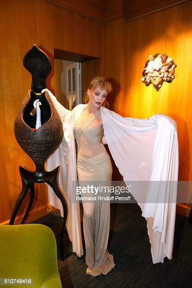 Arielle dombasle photos et images de collection getty images for Arielle d collection maison