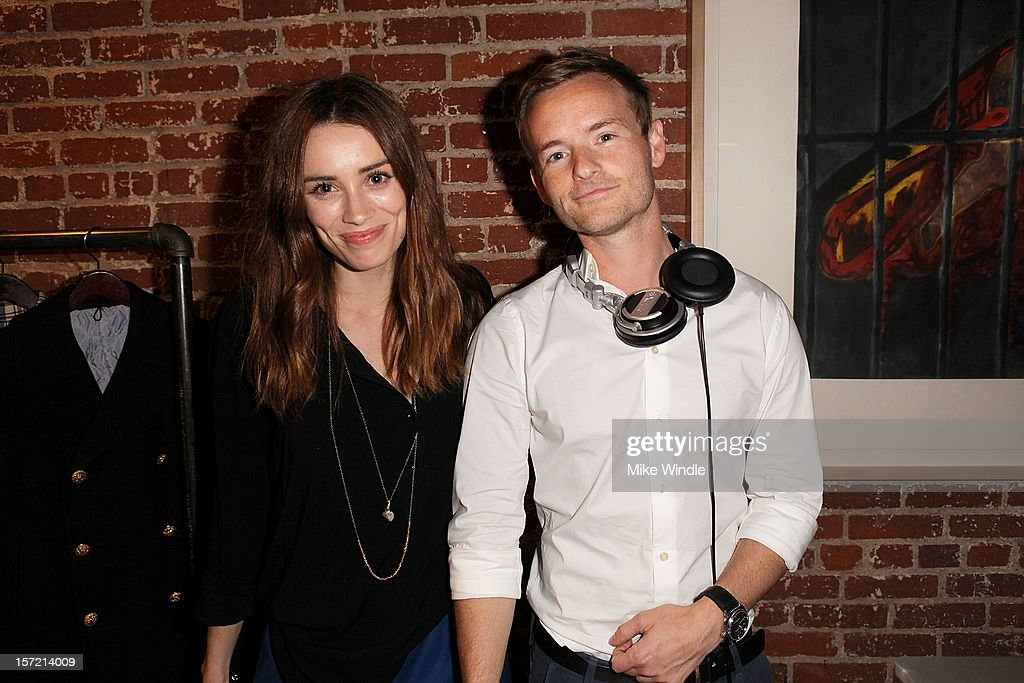 Arielle Vandenberg (L) and <a gi-track='captionPersonalityLinkClicked' href=/galleries/search?phrase=Christopher+Masterson&family=editorial&specificpeople=637773 ng-click='$event.stopPropagation()'>Christopher Masterson</a> attend Adam Scott hosts Todd Snyder Event sponsored by Qloo at Confederacy on November 29, 2012 in Los Angeles, California.