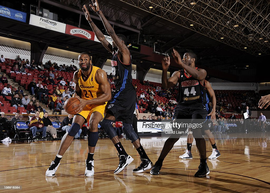 Arinze Onuaku #21 of the Canton Charge prepares to go up for the shot against Willie Reed #33 and James Mays #44 of the Springfield Armor at the Canton Memorial Civic Center on November 24, 2012 in Canton, Ohio.