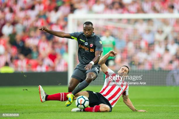 Aritz Aduriz of Athletic Club duels for the ball with May Mahlangu of Dinamo Bucarest during the UEFA Europa League Third Qualifying Round Second Leg...