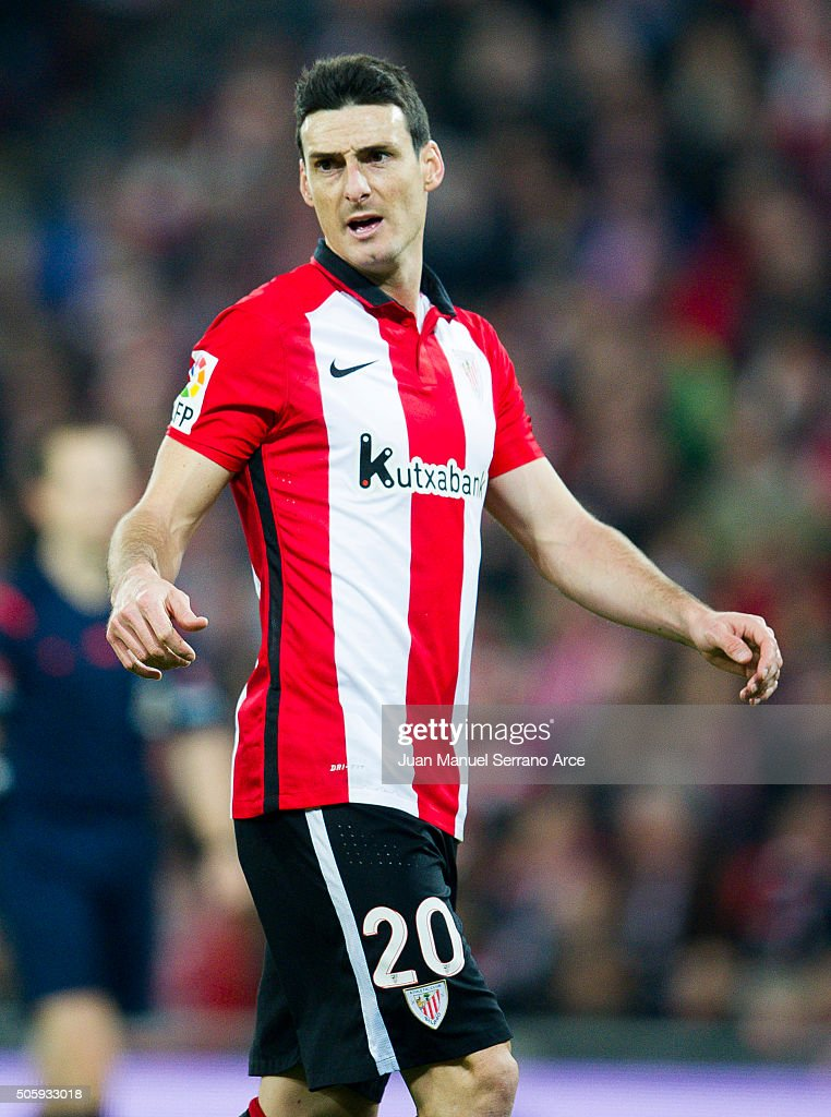Aritz Aduriz of Athletic Club reacts during the Copa del Rey Quarter Final First Leg match between Athletic Club and FC Barcelola at San Mames...