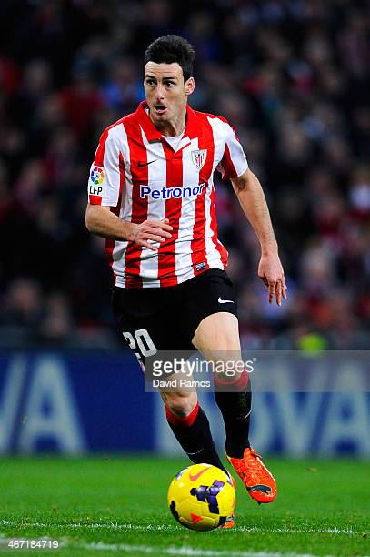 Aritz Aduriz of Athletic Club runs with the ball during the La Liga match between Athletic Club and real Madrid CF at San Mames Stadium on February 2...