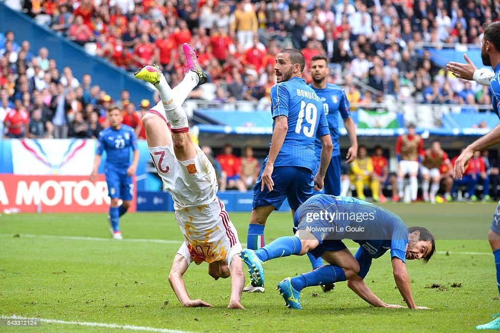Aritz Aduriz of Spain and Marco Parolo of Italy during the European Championship match Round of 16 between Italy and Spain at Stade de France on June 27, 2016 in Paris, France.