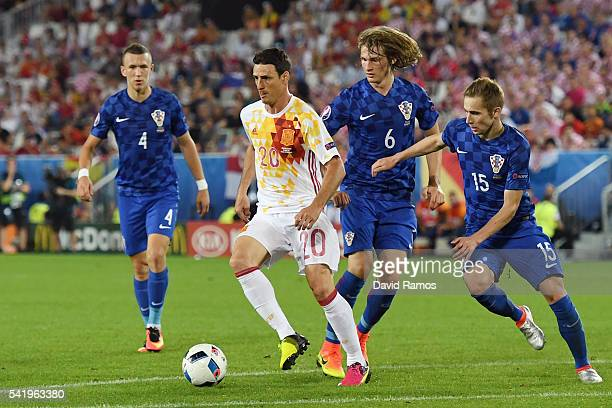 Aritz Aduriz of Spain controls the ball under pressure of Croatia defense during the UEFA EURO 2016 Group D match between Croatia and Spain at Stade...