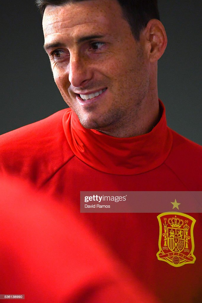 <a gi-track='captionPersonalityLinkClicked' href=/galleries/search?phrase=Aritz+Aduriz&family=editorial&specificpeople=822012 ng-click='$event.stopPropagation()'>Aritz Aduriz</a> of Spain faces the media during a press conference before a training session at the Red Bull Arena stadium on May 31, 2016 in Salzburg, Austria.