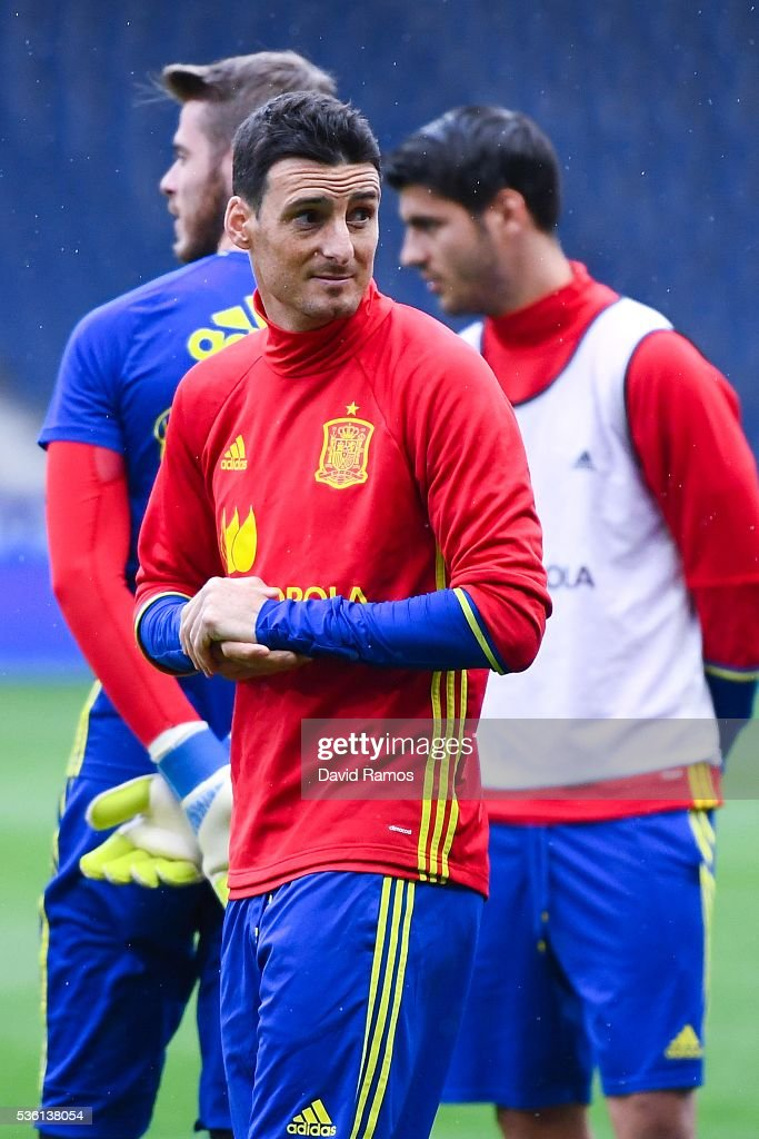 <a gi-track='captionPersonalityLinkClicked' href=/galleries/search?phrase=Aritz+Aduriz&family=editorial&specificpeople=822012 ng-click='$event.stopPropagation()'>Aritz Aduriz</a> of Spain looks on during a training session at the Red Bull Arena stadium on May 31, 2016 in Salzburg, Austria.