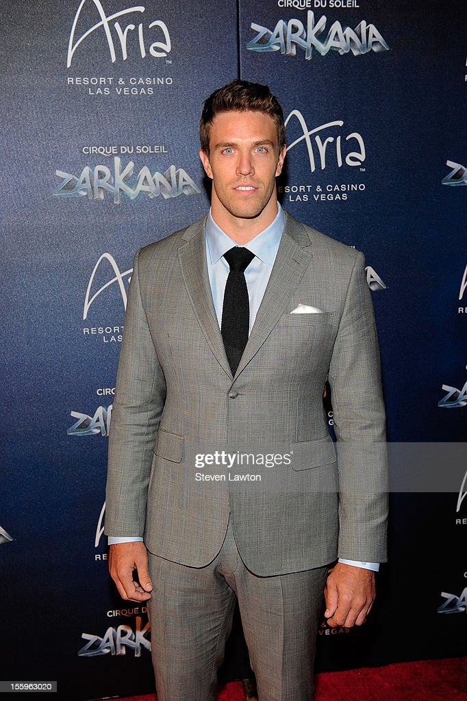 Arizona Cardinals linebacker Stewart Bradley arrives at the Las Vegas premiere of 'Zarkana by Cirque du Soleil' at the Aria Resort & Casino at CityCenter on November 9, 2012 in Las Vegas, Nevada.