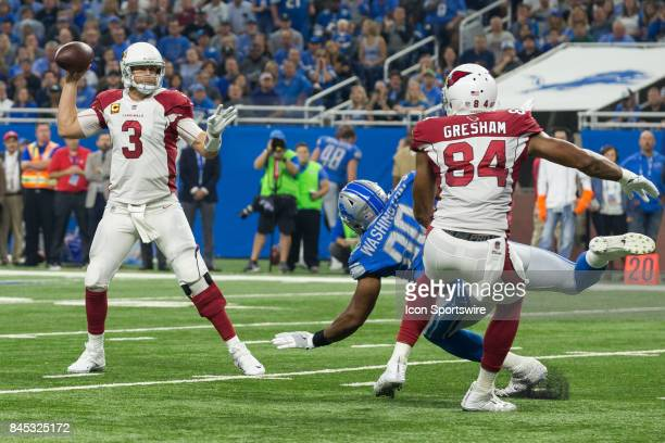 Arizona Cardinals quarterback Carson Palmer throws a pass during first quarter game action between the Arizona Cardinals and the Detroit Lions on...