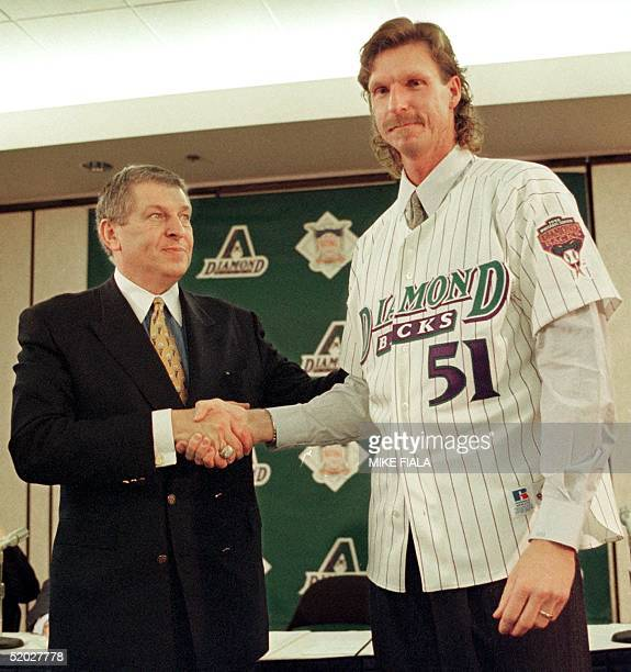 Arizona Diamondbacks owner Jerry Colangelo shakes hands with pitcher Randy Johnson during a press conference to formally introduce Johnson at Bank...