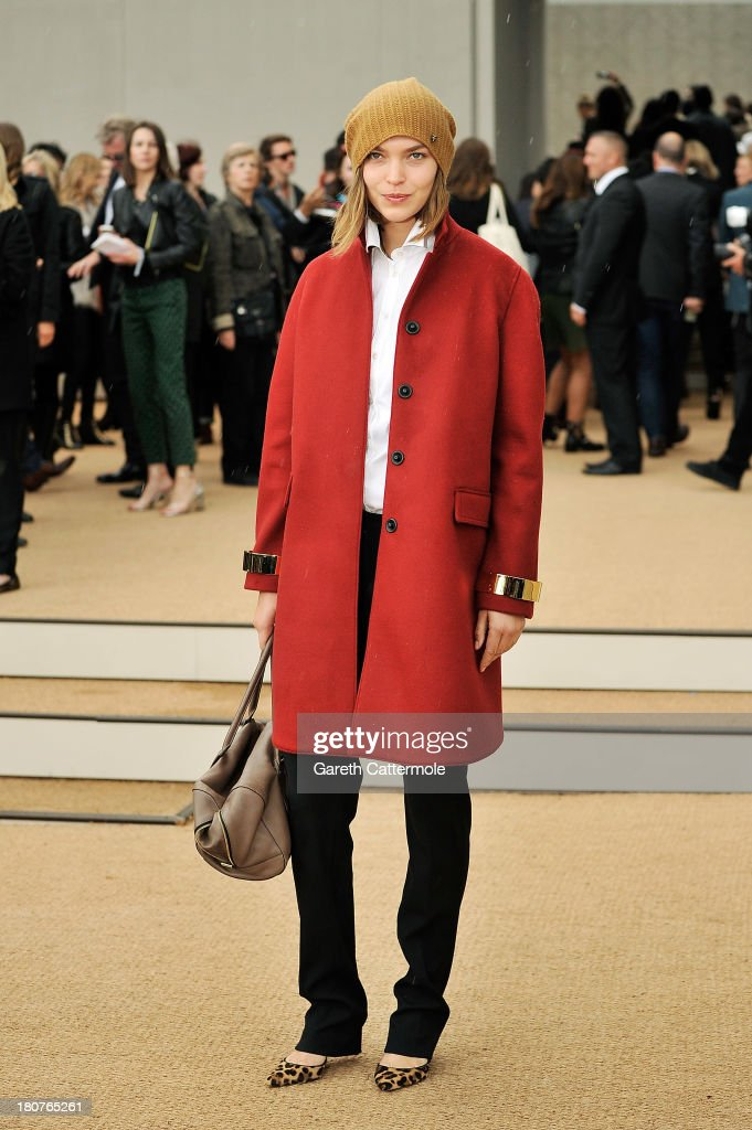 Arizona Muse arrives at Burberry Prorsum Womenswear Spring/Summer 2014 show during London Fashion Week at Kensington Gardens on September 16, 2013 in London, England.