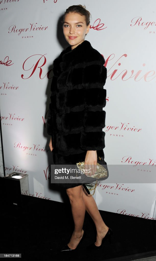 <a gi-track='captionPersonalityLinkClicked' href=/galleries/search?phrase=Arizona+Muse&family=editorial&specificpeople=7109685 ng-click='$event.stopPropagation()'>Arizona Muse</a> attends the Roger Vivier Virgule London launch party hosted by Atlanta de Cadenet, Ines de la Fressange and Bruno Frisoni, Creative Director of Roger Vivier, at Le Baron on October 15, 2013 in London, England.