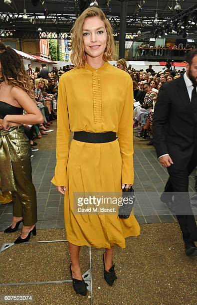 Arizona Muse attends the Topshop Unique show during London Fashion Week Spring/Summer Collections 2017 at Old Spitalfields Market on September 18...