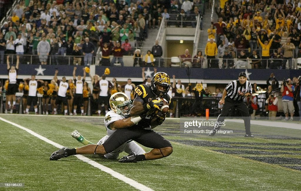 Arizona State's Jaelen Strong makes a 36-yard touchdown reception in the second quarter against Notre Dame's Austin Collinsworth at AT&T Stadium in Arlington, Texas, Saturday, October 5, 2013.
