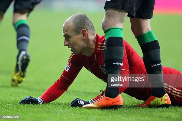 Arjen Robben am Boden 1 FußballBundesliga FC Bayern München vs Werder Bremen
