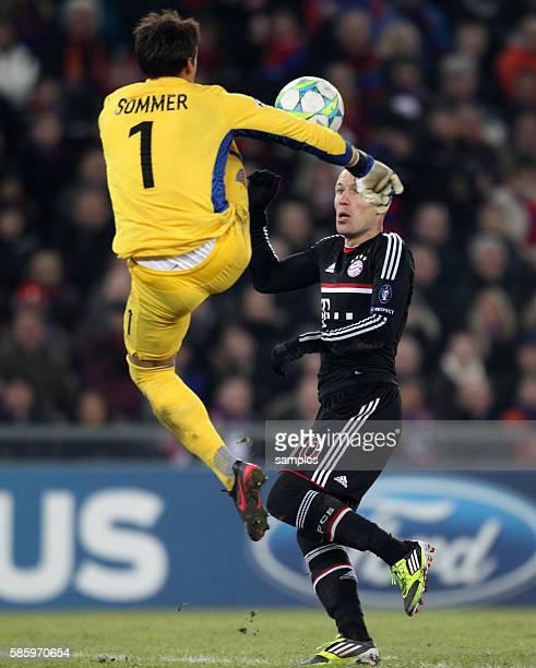 Arjen ROBBEN FC Bayern München gegen Yan Sommer FC Basel Fussball Championsleague FC Basel FC Bayern München 10 Saison 2011 / 2012