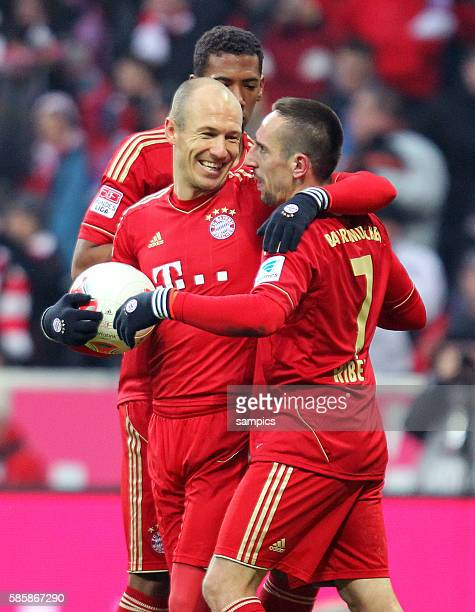 Arjen Robben mit Franck Ribéry und Jérome Boateng jubeln über Tor 1 FußballBundesliga FC Bayern München vs Werder Bremen