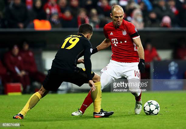 Arjen Robben of Bayern battles for the ball with Lucas Hernandez of Atletico Madrid during the UEFA Champions League match between FC Bayern Muenchen...