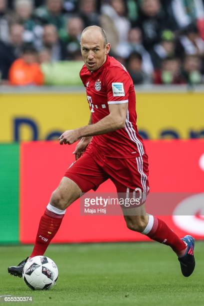 Arjen Robben of Bayern controls the ball during the Bundesliga match between Borussia Moenchengladbach and Bayern Muenchen at BorussiaPark on March...