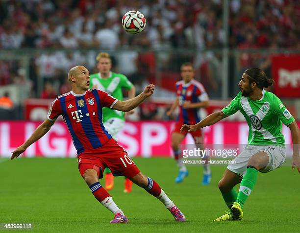 Arjen Robben of Bayern Muenchen controls the ball under the watchful eye of Ricardo Rodríguez of VfL Wolfsburg during the Bundesliga match between FC...