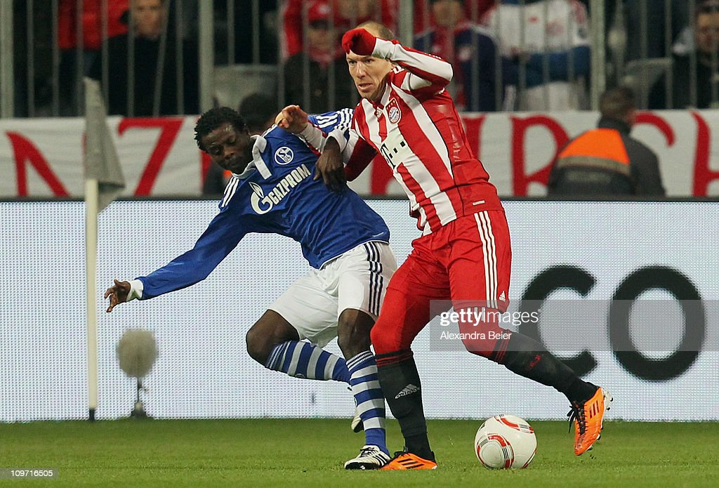 Arjen Robben (R) of Bayern Muenchen fights for the ball with Anthony Annan of Schalke during the DFB Cup semi final match between FC Bayern Muenchen and Schalke 04 at Allianz Arena on March 2, 2011 in Munich, Germany.