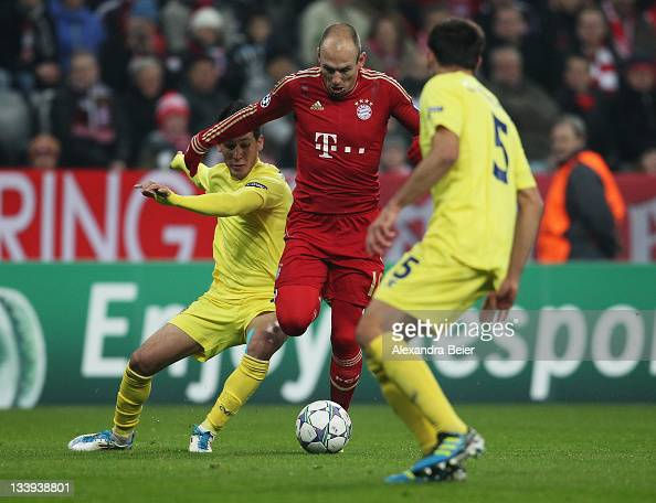 Arjen Robben of Bayern Muenchen fights for the ball with Carlos Marchena and Hernan Perez of Villareal during the UEFA Champions League group A match...