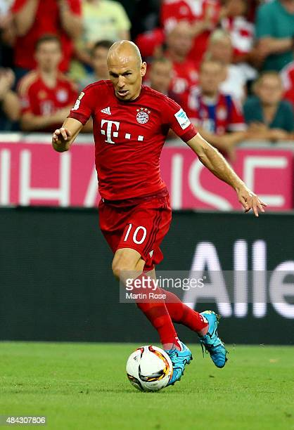 Arjen Robben of Bayern Muenchen runs with the ball during the Bundesliga match between FC Bayern Muenchen and Hamburger SV at Allianz Arena on August...