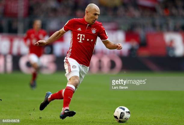 Arjen Robben of Bayern Muenchen runs with the ball during the Bundesliga match between Bayern Muenchen and Hamburger SV at Allianz Arena on February...