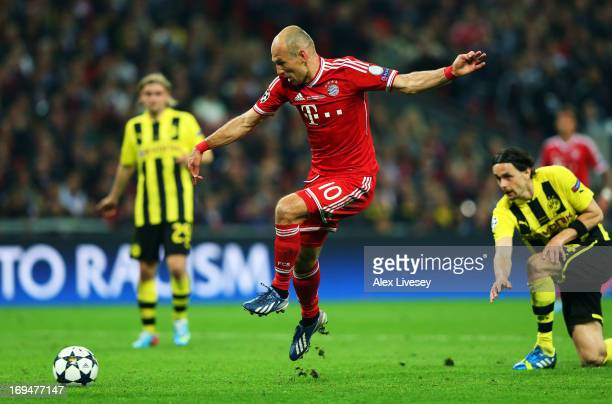Arjen Robben of Bayern Muenchen scores a goal during the UEFA Champions League final match between Borussia Dortmund and FC Bayern Muenchen at...