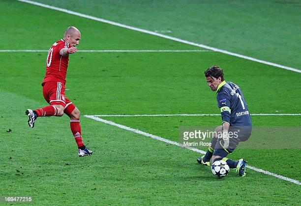 Arjen Robben of Bayern Muenchen scores a goal past Roman Weidenfeller of Borussia Dortmund during the UEFA Champions League final match between...
