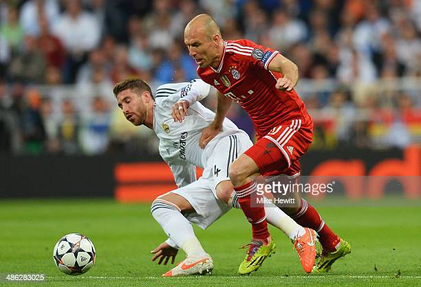 Arjen Robben of Bayern Muenchen takes on Sergio Ramos of Real Madrid during the UEFA Champions League semifinal first leg match between Real Madrid...